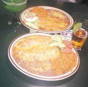 Los-Cabos-restaurant_chile-relleno_enchildada_plates