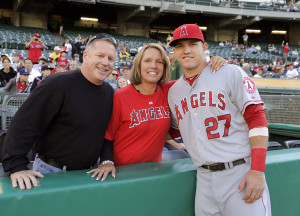 mike-trout-with-parents_angels-baseball_gentlemens-guide